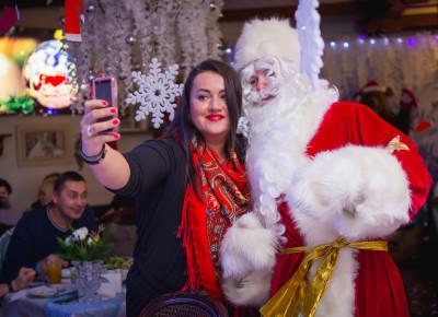 Новогодняя вечеринка «Санта в гостях у Деда Мороза»